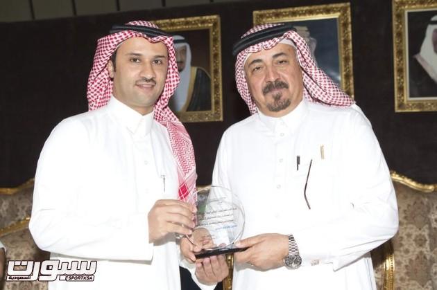 تكريم الاعلامي عبدالرحمن مشبب من رئيس هيئية الاذاعة والتلفزيون