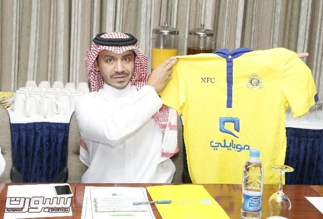 شعار نادي النصر الذي سيخوض به اللقاء