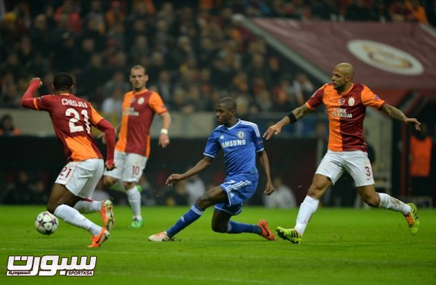 Chelsea's Ramires (centre) in action