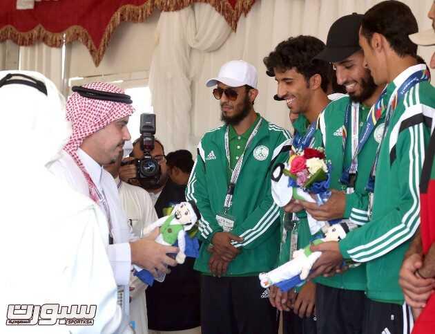 رئيس اللجنة العليا المنظمة للدورة الأمير عبدالحكيم بن مساعد يتوج الفرسان السعوديين