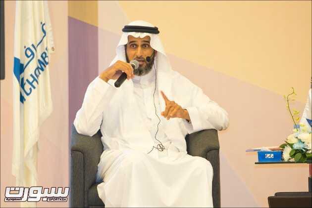 عبدالمحسن الحقباني وهو يتحدث في الملتقي