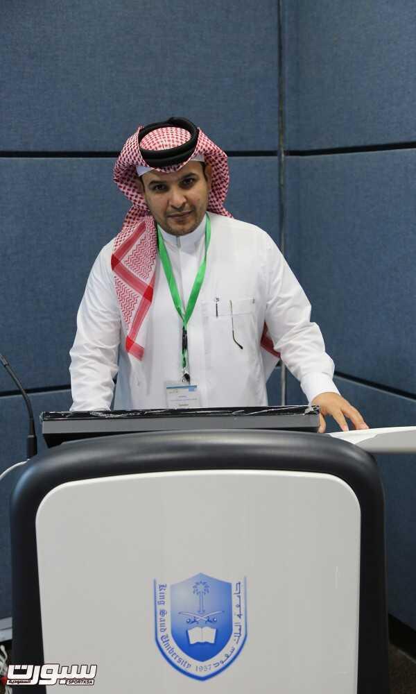 د.مبارك المطوع خلال إلقائه محاضرته