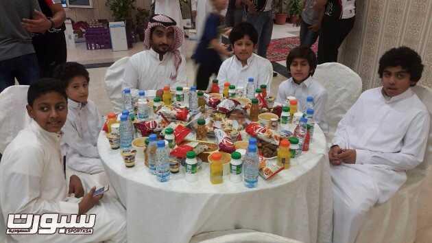 ابناء جمعية انسان خلال الفطور الخيري
